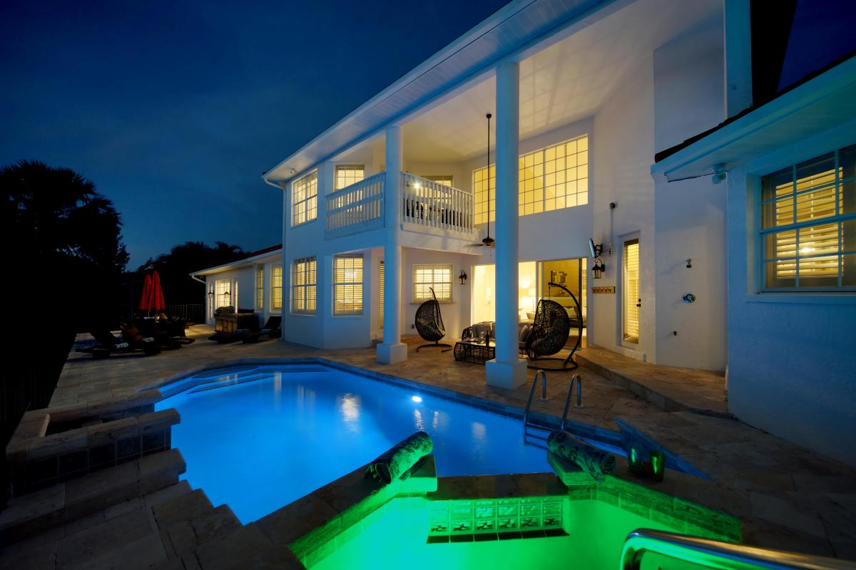night-pool-in-south