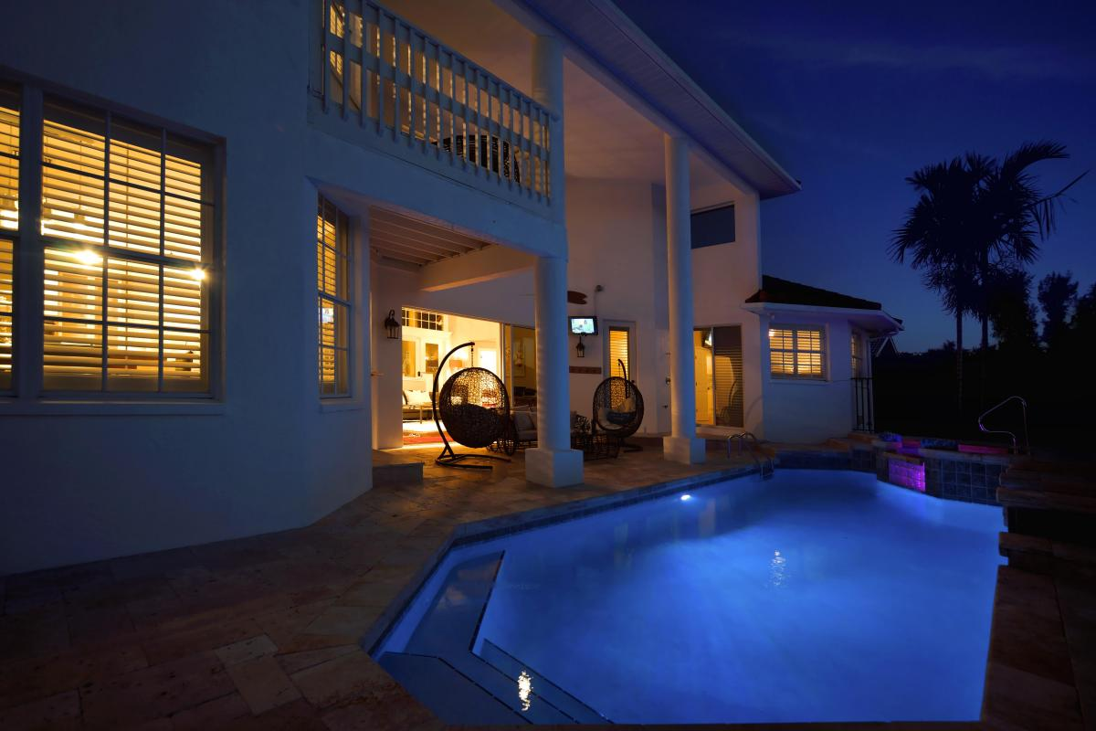 night-pool-in1