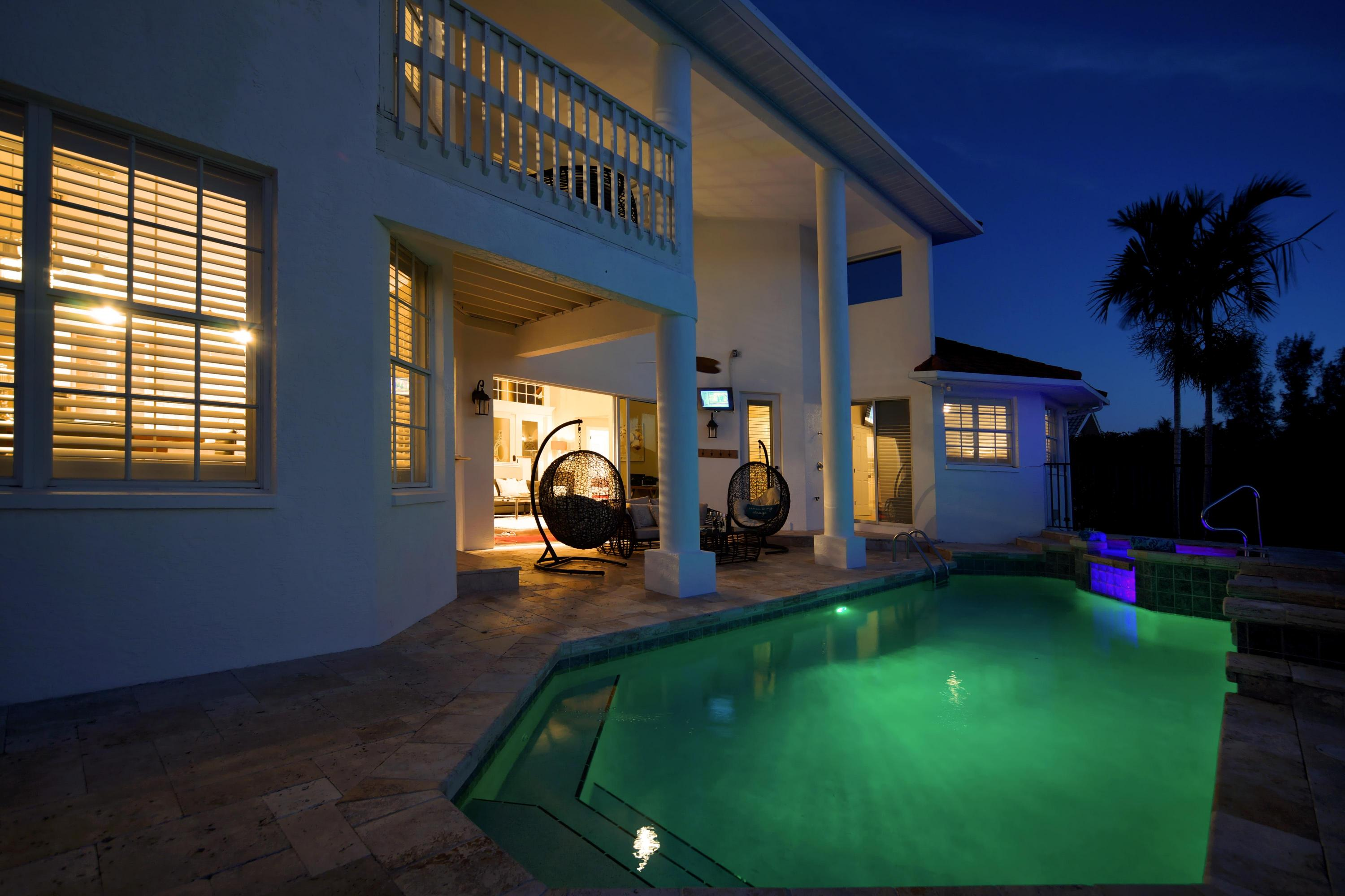 night-pool-in2.jpg